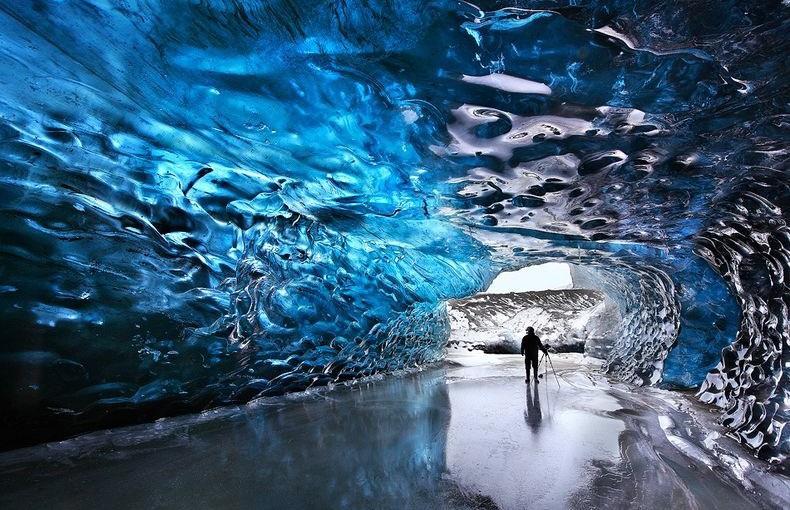 Skaftafell-ice-cave-1[2]
